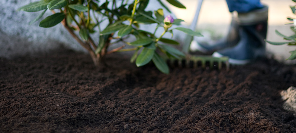 Jordförsäljning Vi är tillverkande återförsäljare av Hasselfors Gardens anläggningsjordar. Jordarna är godkända enligt Mark-AMA. Jordarna finns för avhämtning eller utkörning.